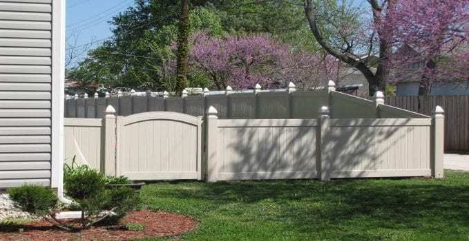 Wood Vs Vinyl Fencing Mmc Fencing Railing