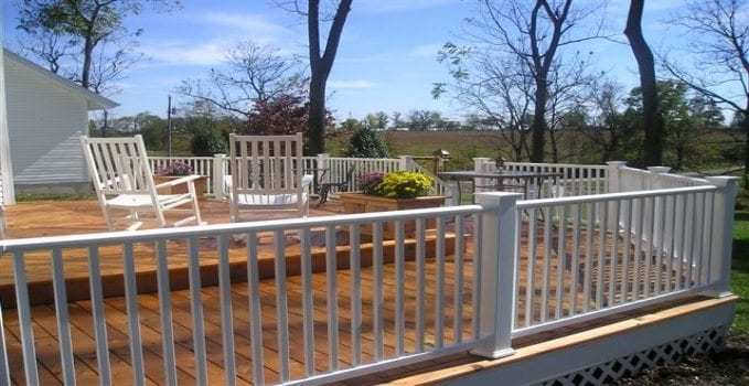 vinyl vs wood deck railing mmc fencing railing. Black Bedroom Furniture Sets. Home Design Ideas