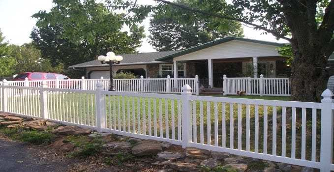 High Quality Vinyl Fencing
